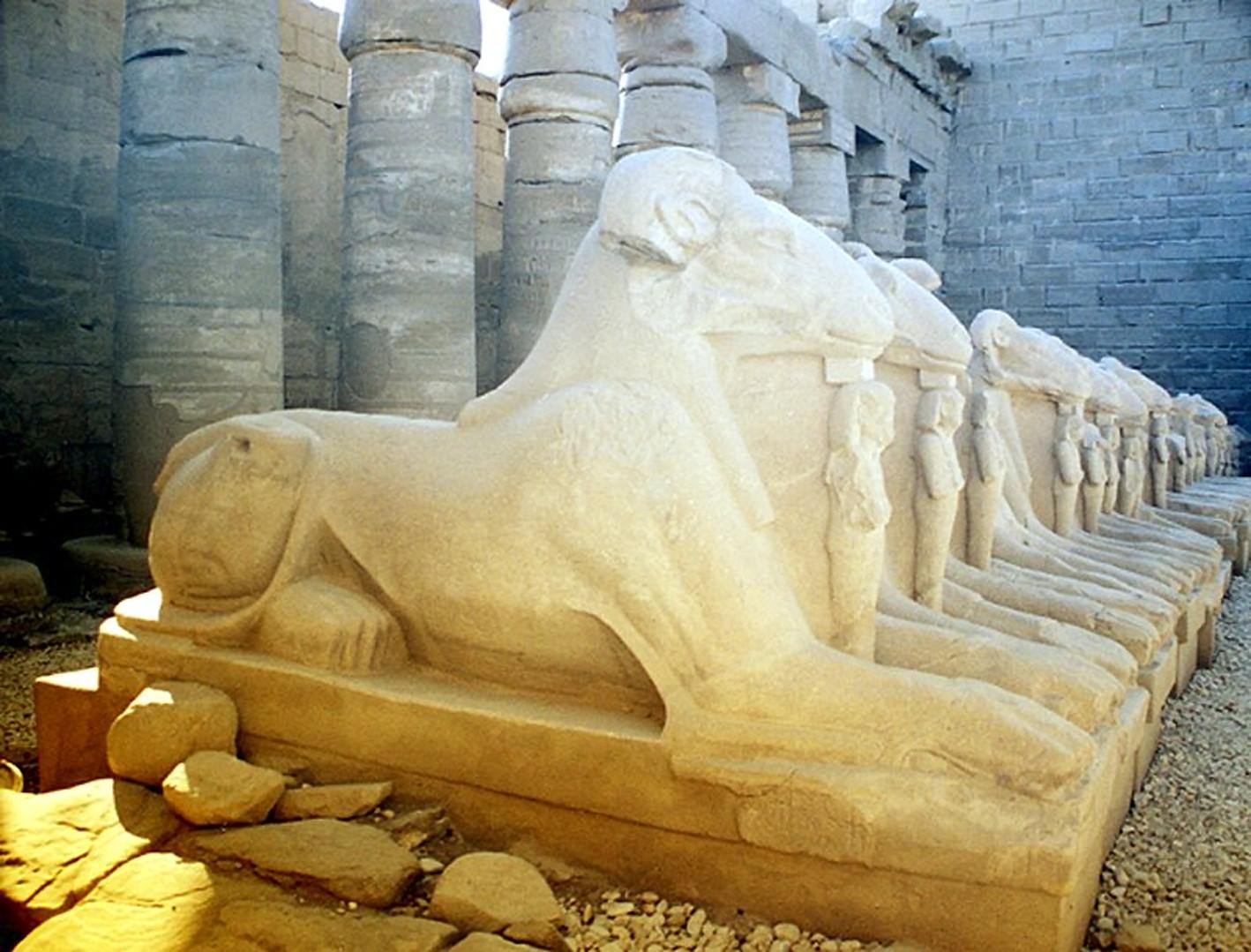 Sphingen-Allee vor dem 1.Pylon des Karnak-Tempels in Luxor